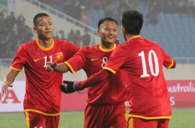 <b style='background-color:Yellow'>AFF Cup 2014</b> con 8 ngay: DT Viet Nam sap chia tay 3 cau thu