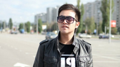 Ca Si <b style='background-color:Yellow'>Minh Quan</b>: Tuoi tho song nuoc va moi duyen no the thao