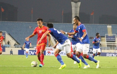 DT Viet Nam 3-1 <b style='background-color:Yellow'>DT Malaysia</b>: Thang nhung chua on