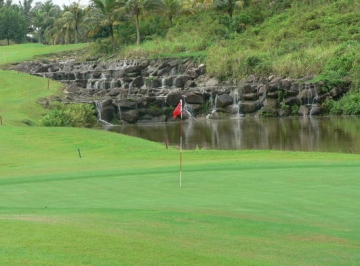 Golf rules: Bay nuoc trong danh golf