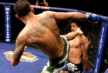Showtime Kick, don <b style='background-color:Yellow'>knock-out</b> huyen thoai cua Anthony Pettis