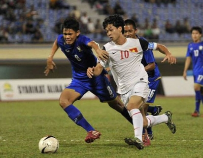 U19 Viet Nam-<b style='background-color:Yellow'>U19 Myanmar</b>: Cup vo dich con nua buoc chan