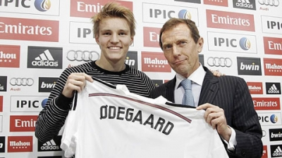 Martin <b style='background-color:Yellow'>Odegaard</b> ra mat tai Real Madrid