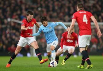 Sir Alex tiet lo ly do Man United khong chieu mo <b style='background-color:Yellow'>David Silva</b>