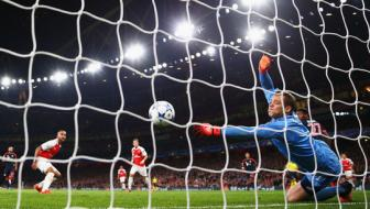 <b style='background-color:Yellow'>Manuel Neuer</b> thua nhan da bat dau so Arsenal