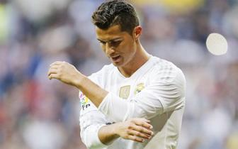 <b style='background-color:Yellow'>CR 7</b> he mo canh cua roi Real Madrid