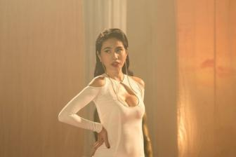 <b style='background-color:Yellow'>Thuy Tien</b> khoe toi da hinh the trong MV moi