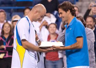 <b style='background-color:Yellow'>Roger Federer</b>: Bi quyet thanh cong la... thay HLV
