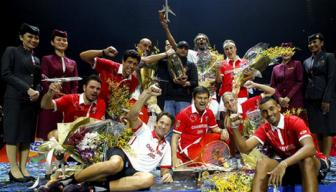 <b style='background-color:Yellow'>Singapore</b> Slammers dang quang IPTL 2015