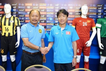 HLV truong <b style='background-color:Yellow'>U23 Malaysia</b> dac biet an tuong voi so 10 cua Olympic Viet Nam