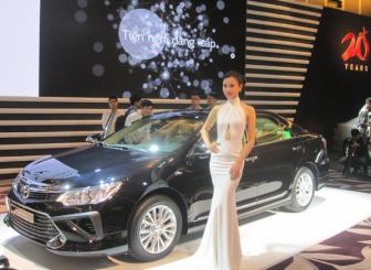 <b style='background-color:Yellow'>Toyota Viet Nam</b> gioi thieu Camry the he dot pha 2015