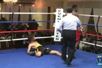 <b style='background-color:Yellow'>Boxing</b> - Cu dam Knockout uy luc khung khiep