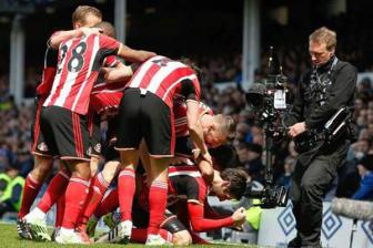 Everton 0-2 <b style='background-color:Yellow'>Sunderland</b> - Clip vong 36 ngoai hang Anh