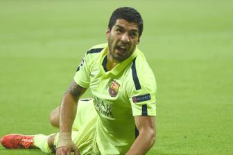 <b style='background-color:Yellow'>Suarez</b> dinh chan thuong
