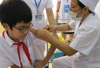 <b style='background-color:Yellow'>Tre em</b> den 18 thang tuoi duoc tiem nhac mien phi vaccine Soi - rubella