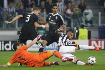 <b style='background-color:Yellow'>Juventus</b> 2-1 Real Madrid: Ken ken chet tuc tuoi