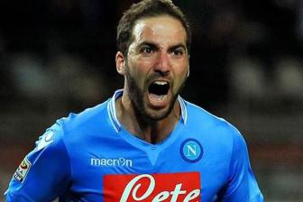 <b style='background-color:Yellow'>Higuain</b> ky hop dong ca nhan voi Man United