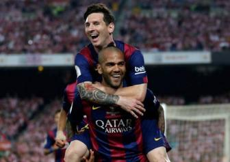 Chinh thuc: <b style='background-color:Yellow'>Dani Alves</b> o lai Barcelona them 2 nam