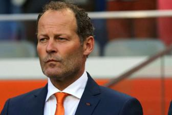 "<b style='background-color:Yellow'>Danny Blind</b> ""Toi da thang thung tu choi M.U"""