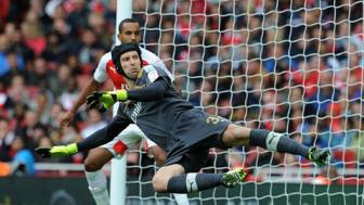 Truoc tran <b style='background-color:Yellow'>Sieu cup Anh</b> Arsenal vs Chelsea: Gach noi Petr Cech