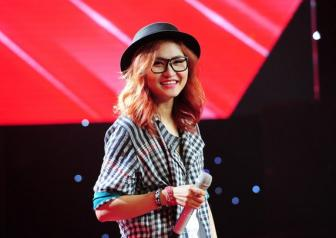<b style='background-color:Yellow'>Vicky Nhung</b> cam on cac HLV The voice voi ban mashup dac biet