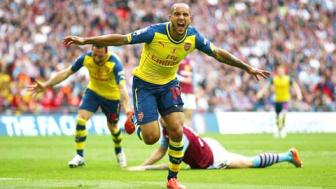 <b style='background-color:Yellow'>Walcott</b>, nguoi nuoi mong vo dich cua Arsenal