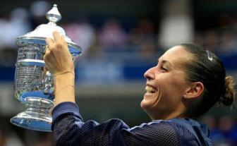 <b style='background-color:Yellow'>Flavia Pennetta</b> vo dich US Open 2015: Loi tam biet tuyet voi!