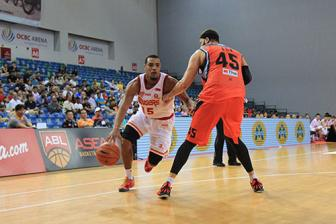 Slingers Survive Huge Comeback by Mono Vampire