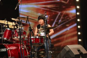 "Cau 8 tuoi da ""dot chay"" san khau Vietnam's Got Talent"