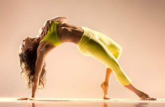 <b style='background-color:Yellow'>Coi chung</b> chan thuong vi tap yoga khong dung cach