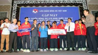 <b style='background-color:Yellow'>U19 Viet Nam</b> duoc thuong khung hon 2 ty dong