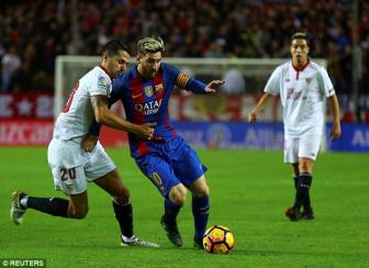 <b style='background-color:Yellow'>Sevilla</b> 1-2 Barcelona: Khong the can Messi