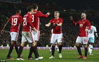 <b style='background-color:Yellow'>Schweinsteiger</b> tai xuat Quy do, Old Trafford chao don nong am