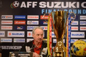 <b style='background-color:Yellow'>HLV Alfred Riedl</b>: Indonesia se vo dich AFF Cup 2016 ngay tren dat Thai