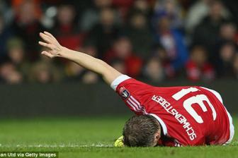 <b style='background-color:Yellow'>Schweinsteiger</b> chua the tro lai