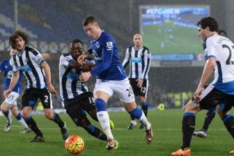 Video vong 24 ngoai hang Anh: Everton 3-0 Newcastle United