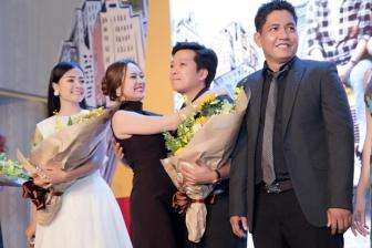 Truong Giang bi <b style='background-color:Yellow'>Thanh Thuy</b> om hon truoc mat Nha Phuong