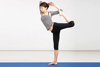 10 bai <b style='background-color:Yellow'>tap yoga</b> giup vong 3 tron chac