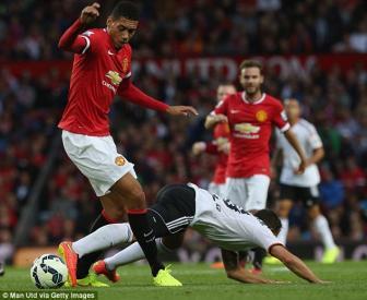 <b style='background-color:Yellow'>Premier League</b>: Man Utd dung dau ve hang thu