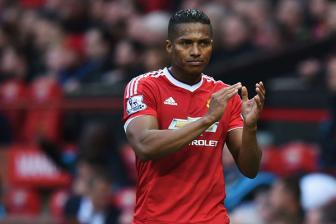 <b style='background-color:Yellow'>Louis van Gaal</b>: Antonio Valencia san sang cho dai chien Anfield