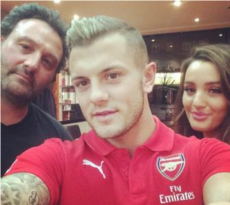 <b style='background-color:Yellow'>Jack Wilshere</b> tan dung triet de 'bo vo tuong lai'