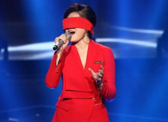 "Vicky Nhung <b style='background-color:Yellow'>vui ve</b> du bi top 8 The Voice UK 2016 ""dao phong cach"""