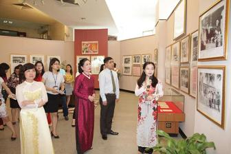 Trien lam ve <b style='background-color:Yellow'>Chu tich Ho Chi Minh</b> voi cac ky bau cu