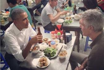 Obama tries bun cha on first night in Hanoi