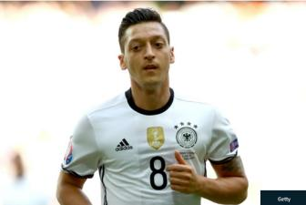 Mesut Ozil quyet cung <b style='background-color:Yellow'>DT Duc</b> tien Italia ve nuoc