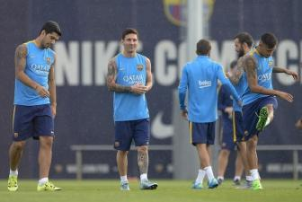 <b style='background-color:Yellow'>Messi</b> cat ngan ky nghi som hoi quan cung Barcelona