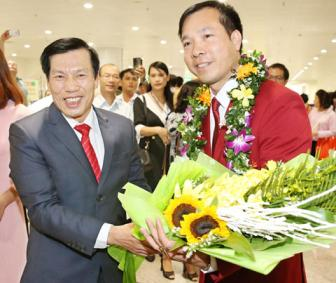 <b style='background-color:Yellow'>Hoang Xuan Vinh</b>: Toi van se tiep tuc cong hien het minh cho To quoc