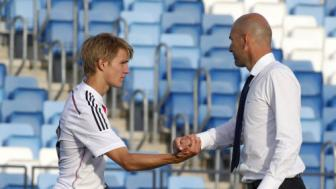 'Than dong' Martin <b style='background-color:Yellow'>Odegaard</b> buoc phai o lai Real Madrid