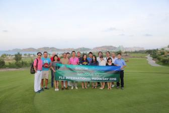 He lo hinh anh chiec cup 5.500 USD cua giai FLC Golf Championship 2016