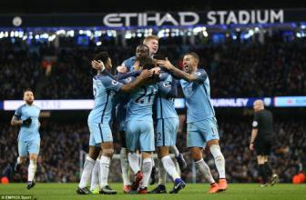 Man City 2-1 Burnley: <b style='background-color:Yellow'>Fernandinho</b> lam kho, may con co Aguero